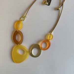 Collana girocollo dorata con pietre in sfumature di giallo