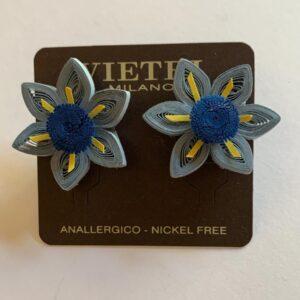 Orecchini a fiore blu e carta da zucchero